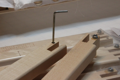 Tighten or loosen frames with a few little turns