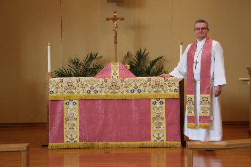 Rose Vestments for Laetare Sunday at Prince of Peace Evangelical Lutheran Church in Baxter, MN