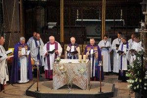 New Altar Installed at Leicester Cathedral for Reinterment of King Richard III