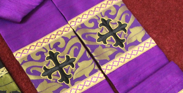 Two Toned Violet Gold Fairford on Silk Dupioni