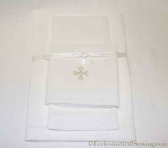hand-embroidered-linen-altar-set